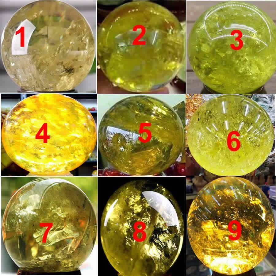 một số quả cầu thạch anh phong thủy vàng